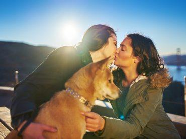Mulher partilha fotografia com a namorada e faz sucesso nas redes sociais