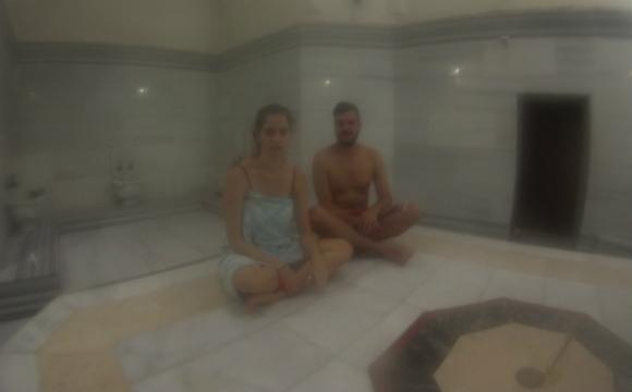 Casal a usufruir de sessões de Banho Turco